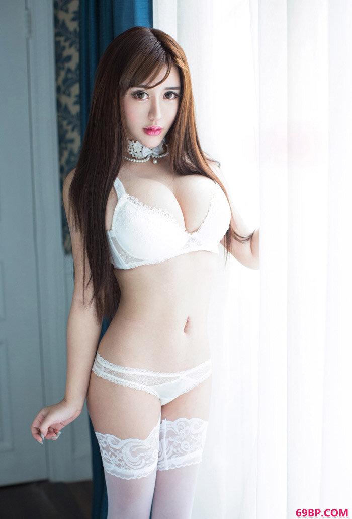 尤女郎性感妹子美熙白色情欲摄影大尺度美女图片