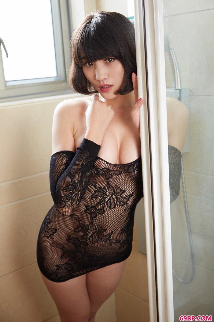 精品美妇可可翘巨臀人体艺术图片