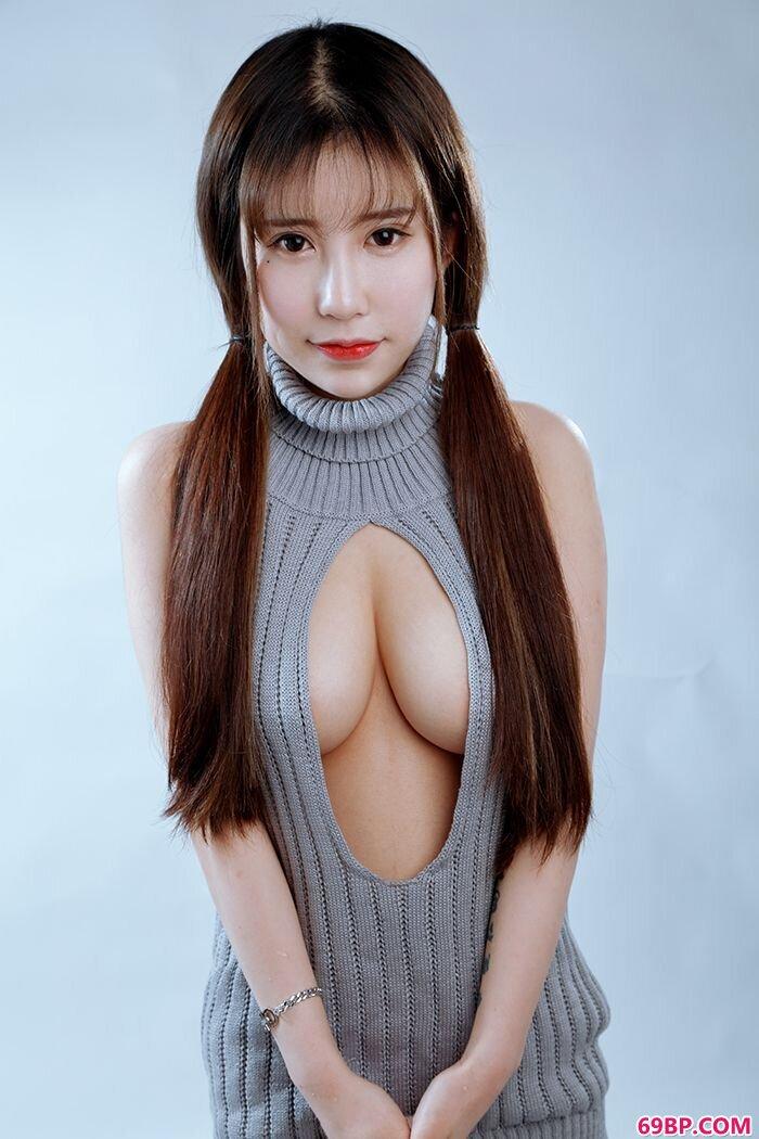 双马尾嫩妹悠悠酱开胸毛衣大胸大敞_裸阴模gogo人体艺木术