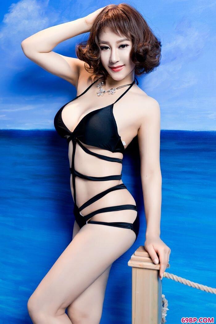 丰臀美人安娜金透明黑丝诱人十足_最近很火的泰国女模特