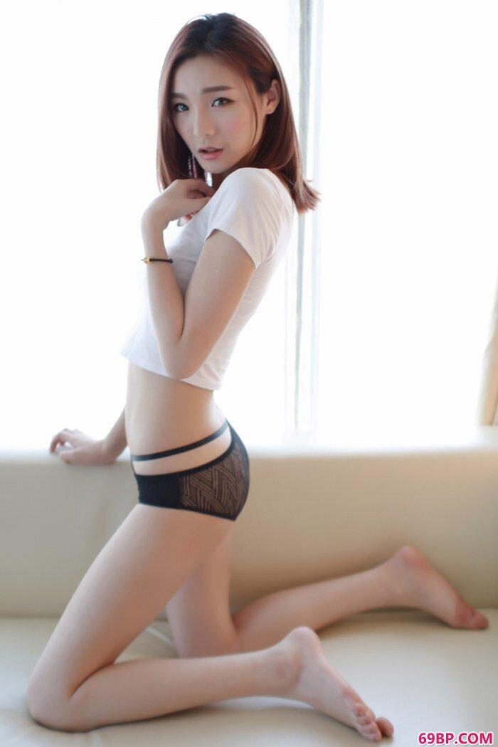 气质靓妹Hana身材完美长相美貌很迷人_少妇挑战3个黑人叫声凄惨