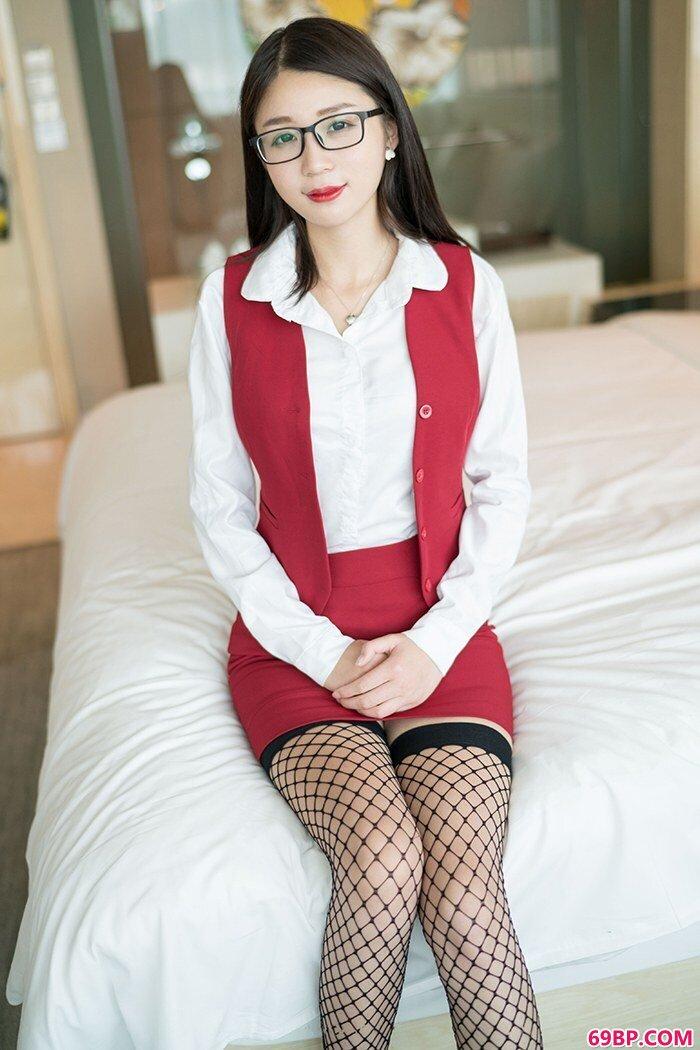 丝袜女秘书白沫短裙长腿激情四射_合不拢腿灌满浓精h