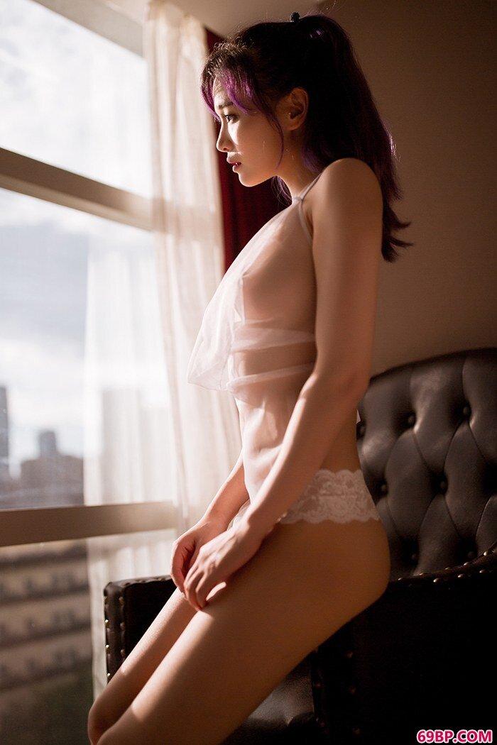 肥臀美少女饱满酥胸让人浮想联翩_GoGo人体