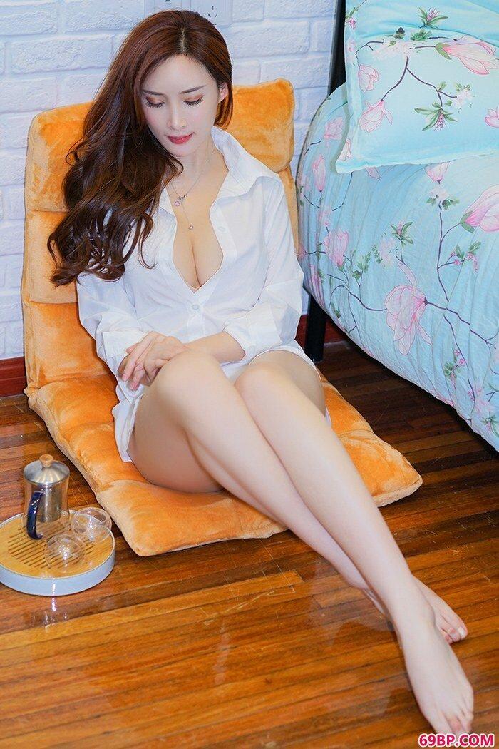 美丽女神周妍希黑丝开裆美腿勾魂_PornoMovie