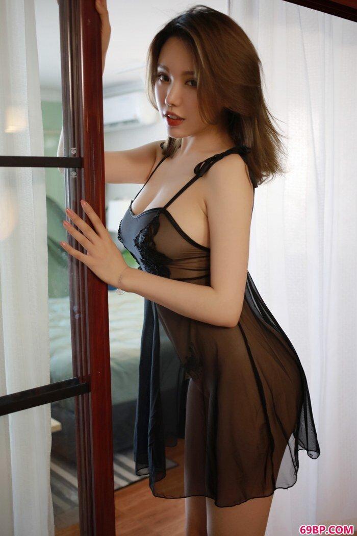 妩媚熟妇黄乐然蕾丝吊带撩人心魄_国模自慰