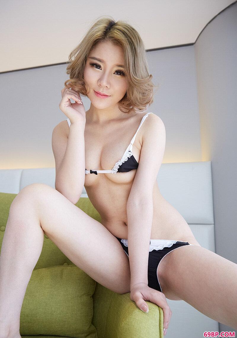 妙龄靓妹爱丽莎美丽泳装美胸妖娆_gogo国际人体艺术摄影