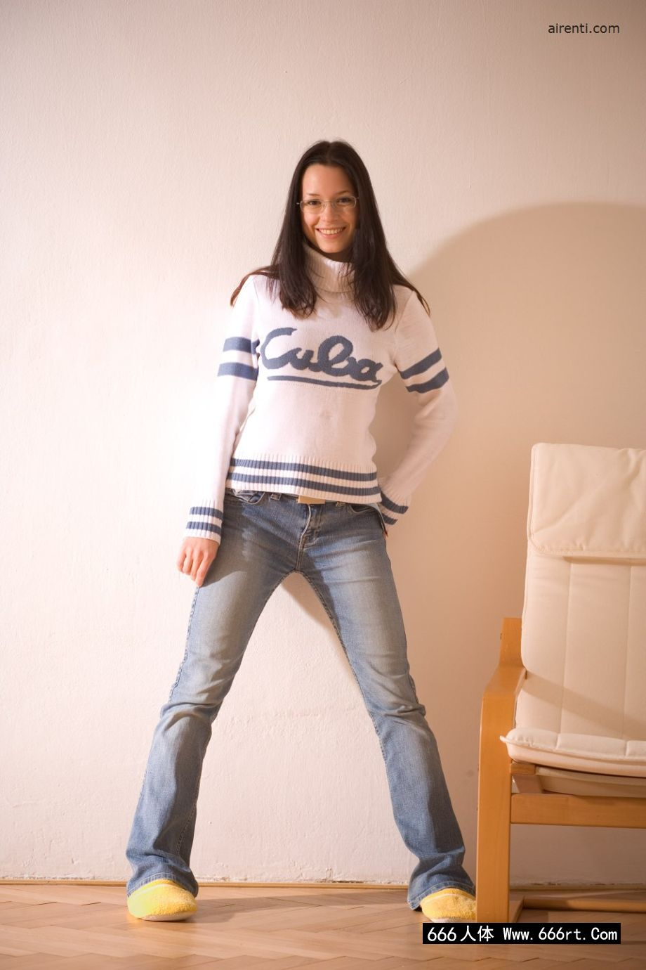 西西人艺体摄影人体_美国高中的学生凯瑟琳在家自拍内裤写照