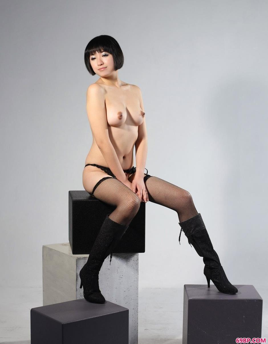 最大胆美女_嫩模明美室拍肉丝美体