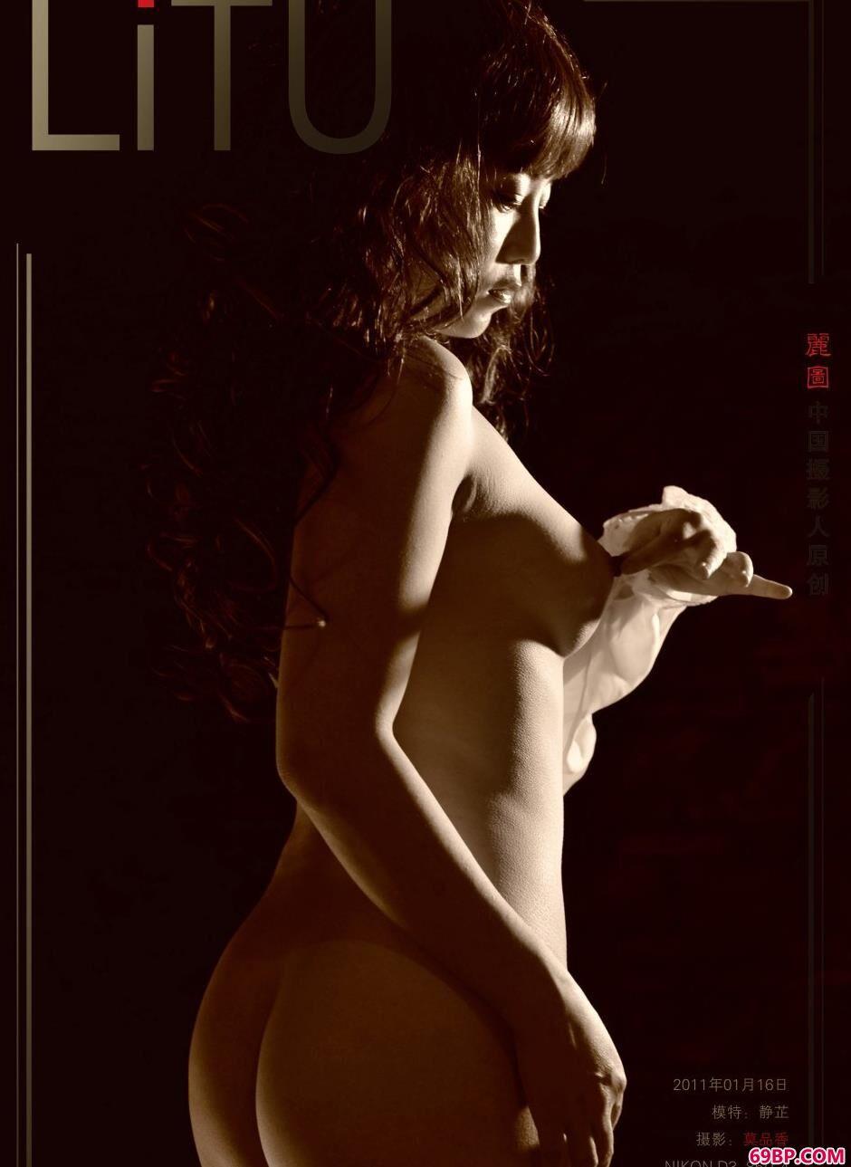 名模静芷写真棚内的卷发美体_mariefang人体系列