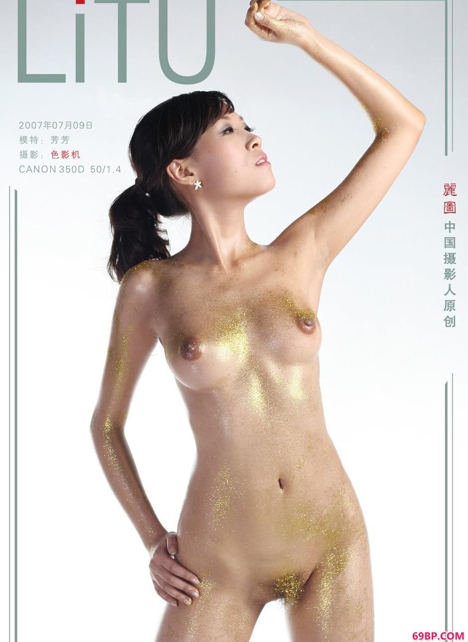 裸模芳芳写真棚里的勾人美体_推女郎无圣光