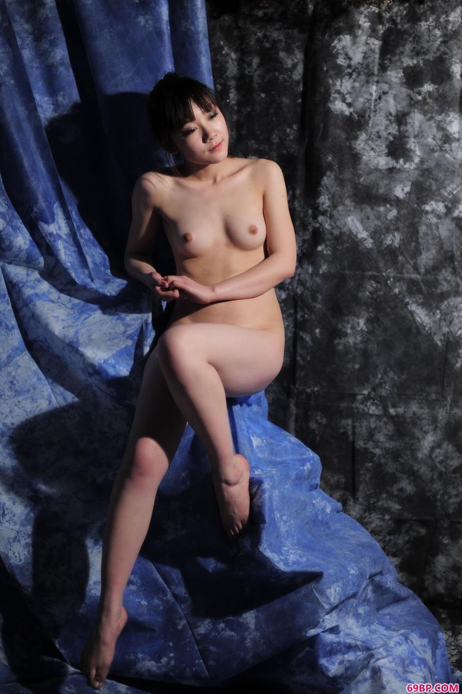 靓女紫嫣(小铃)图片棚里的清纯人体3,77人体艺术插阴道