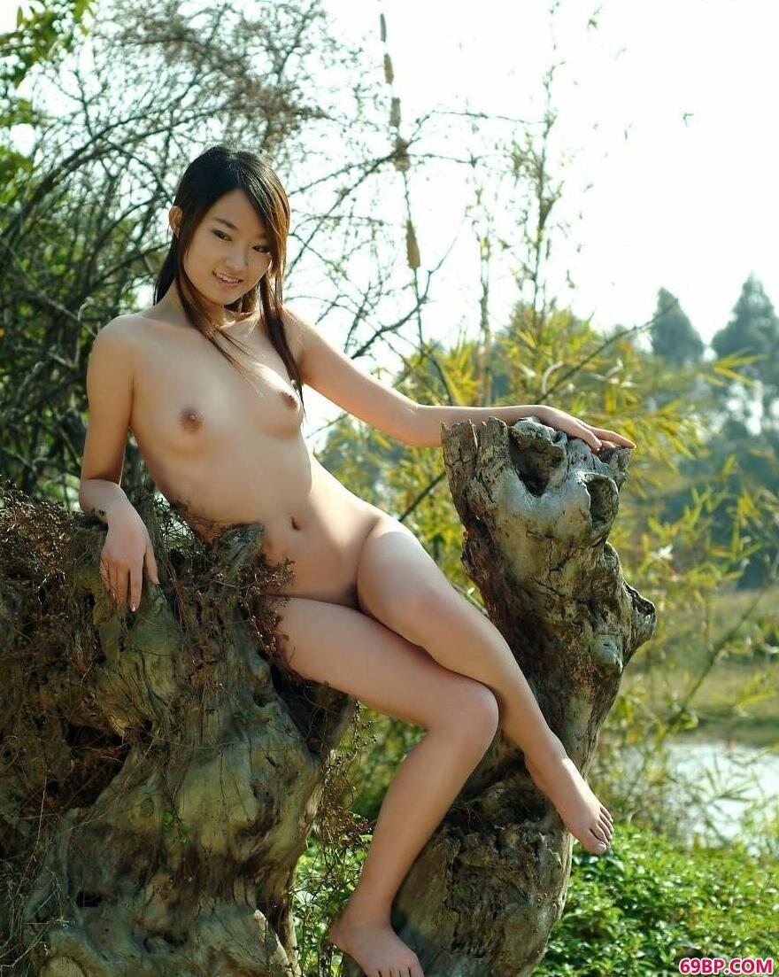 春天外景拍摄美模糖糖1_G0GO人体中国正版
