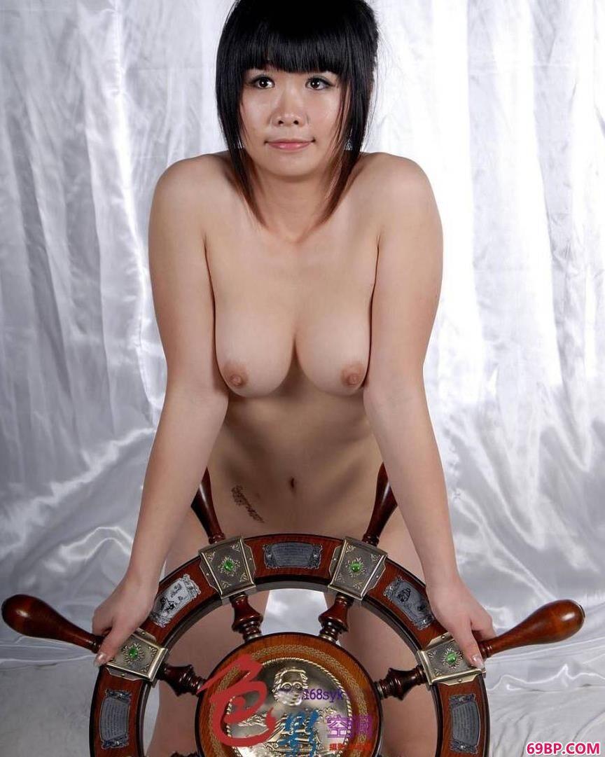 妹子人体舵手美模晶晶_中国裸体丰满女人艺术照