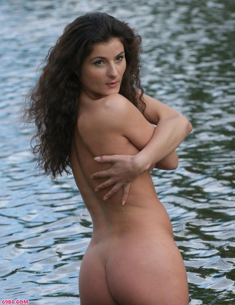 嫩模Marusya水中美丽人体