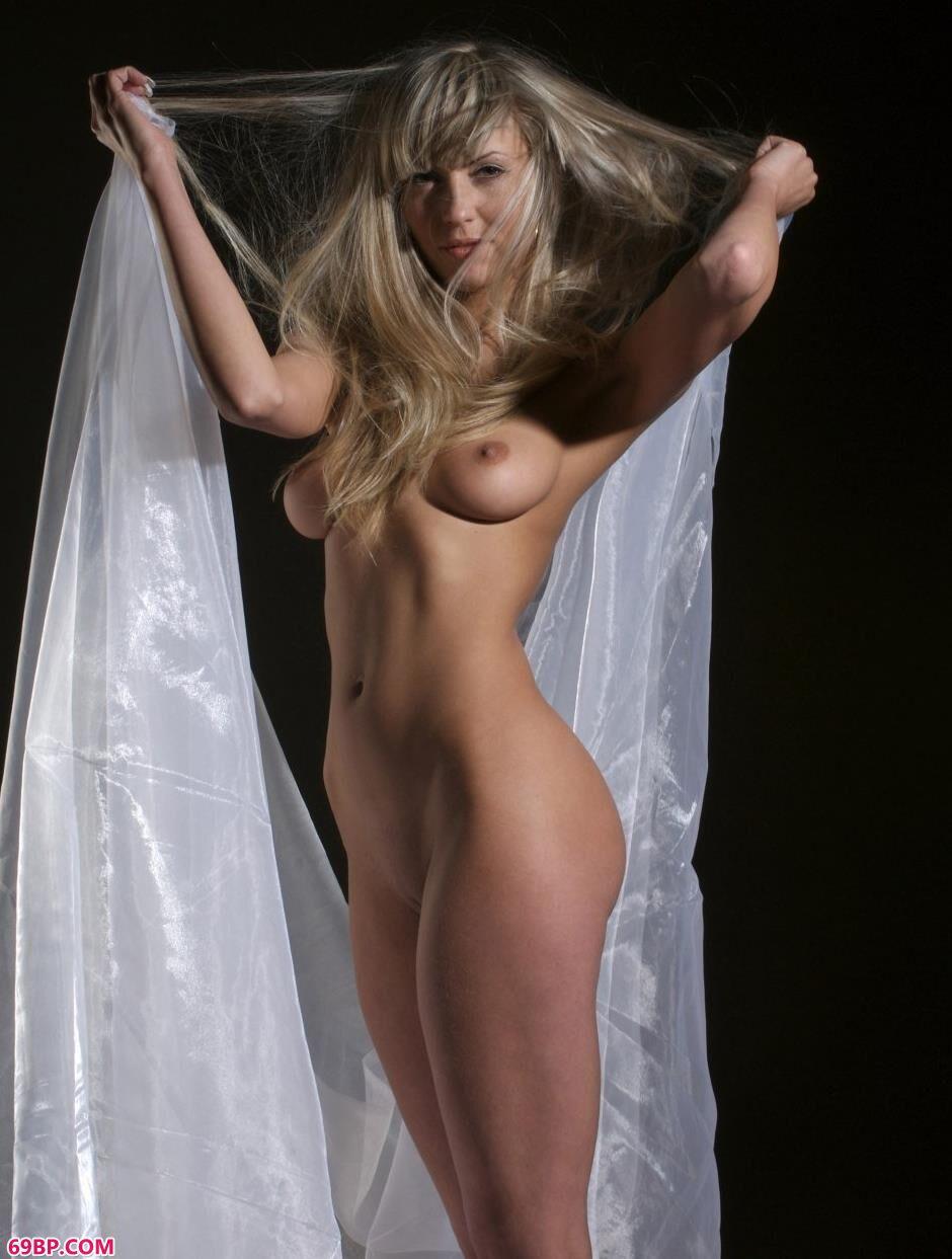 美模Anfisa室拍妩媚白纱美体2_美女裸体艺术图片