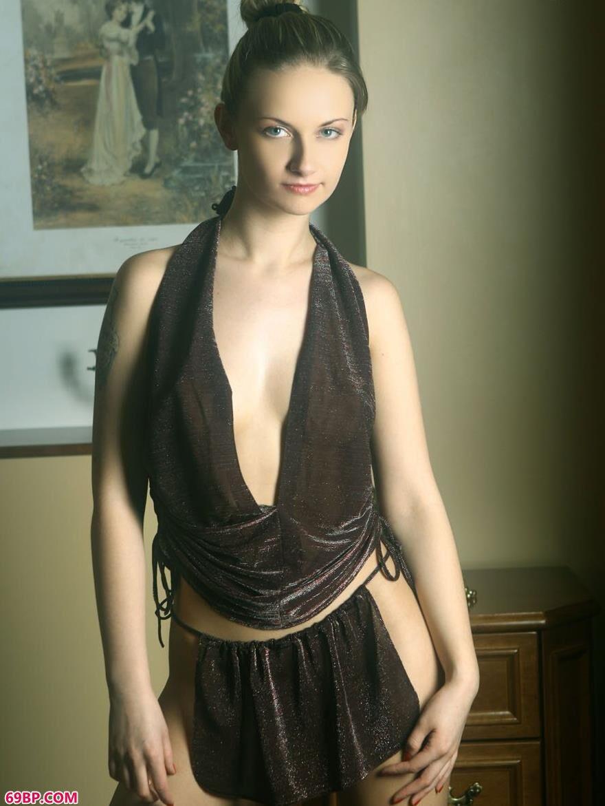 外国靓女琳达室内人体艺术1