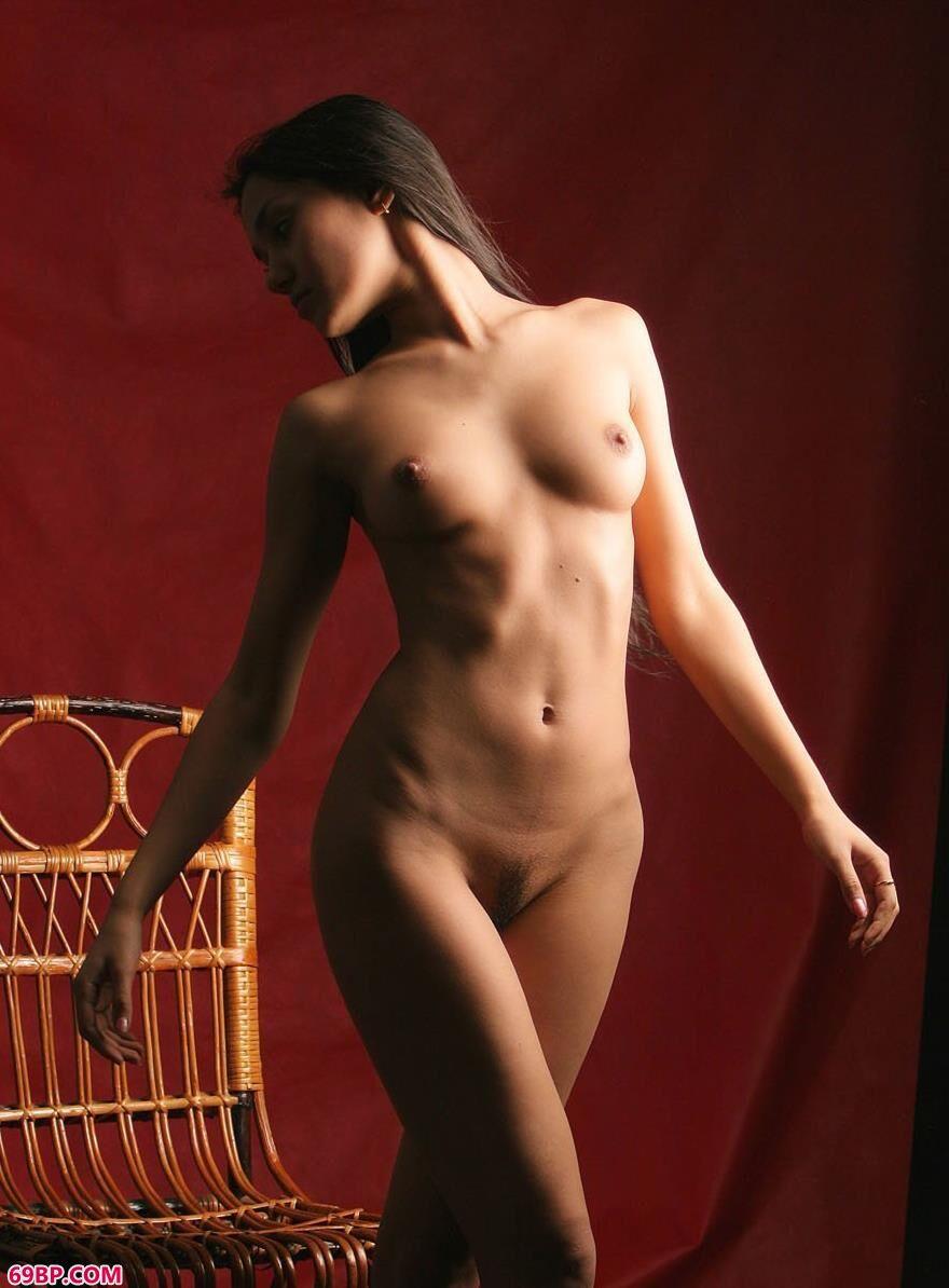 室拍外国人体裸模飘洒的秀发6,干露露苏紫紫人体艺术写真