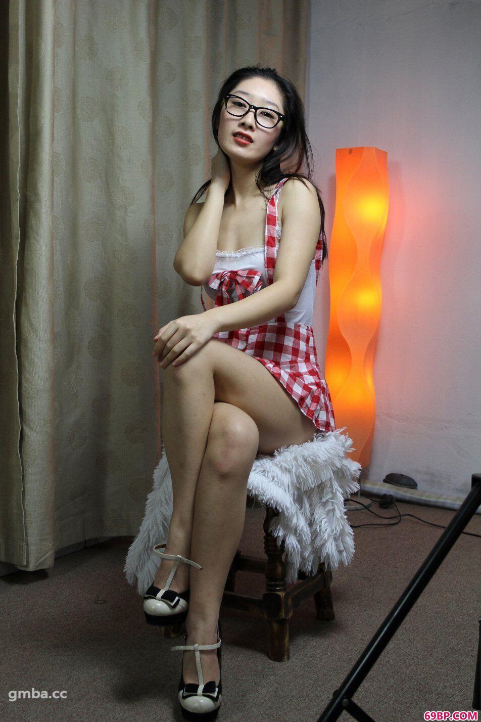 xixi模特小美(心茹)摘下墨镜大胆约拍顶级人体艺术_野外私拍30p