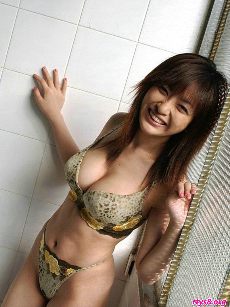 GOGO日本肉体艺术_胸型优美的岛国萌少女白�B棚拍写照