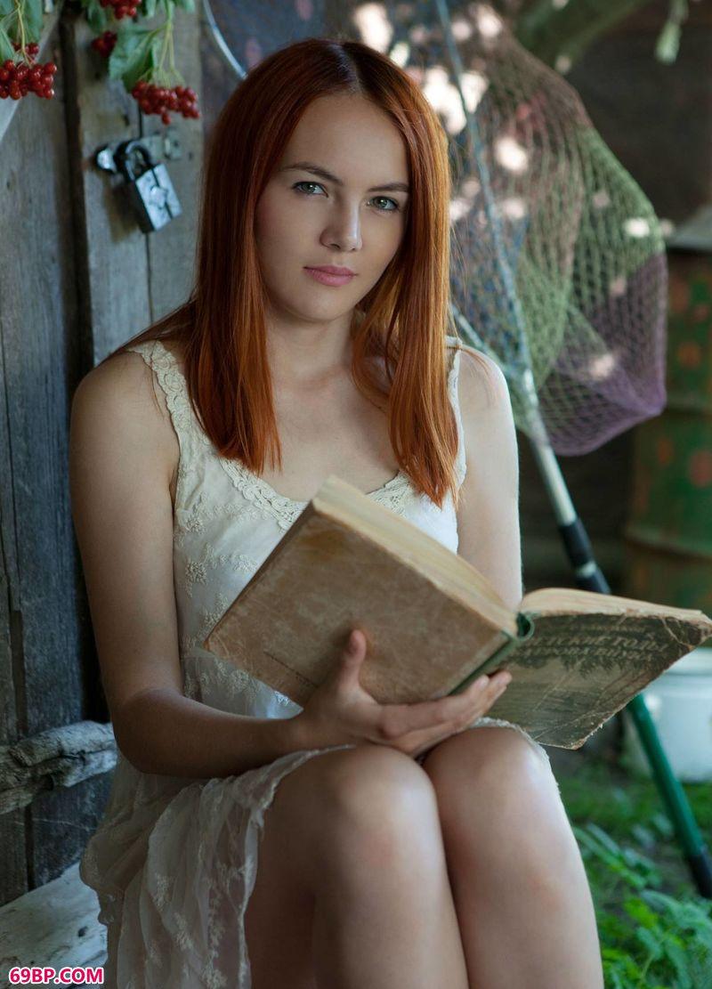 欧美最大胆人术艺术图片_爱读书的靓丽裸模Shaya